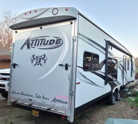 Eclipse Attitude 2016 toy hauler 27cbg for Sale in Beaverton,  OR