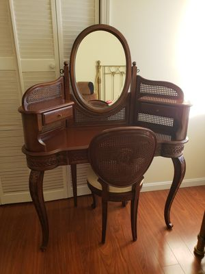 dressing table. Old. perfect state. Only interested. Firm price. Offers are not accepted. 200 for Sale in Fort Washington, MD
