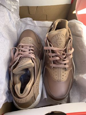 """Air huraches """"Bronze"""" Brand new in the box US W 6 for Sale in Queens, NY"""