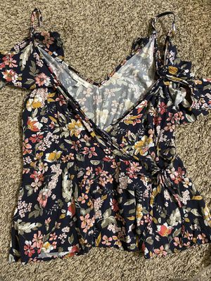 Floral top L for Sale in Wenatchee, WA