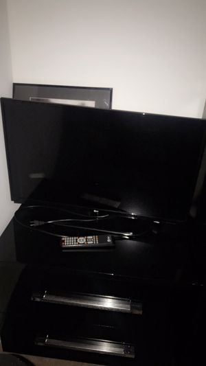 32 inch tv, monitor for Sale in Leesburg, VA