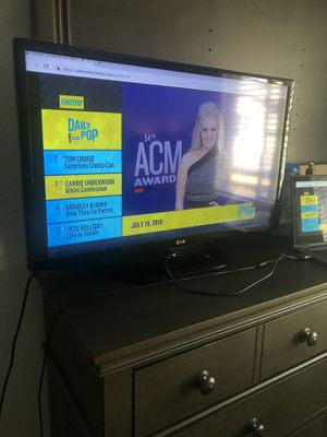 32 inch LG TV for Sale in Rancho Cucamonga, CA