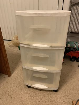 3- drawer plastic bin on wheels for Sale in Hayward, CA