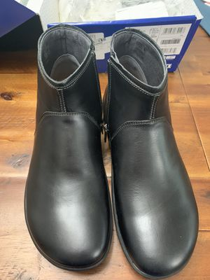 Birkenstock Black Boots size 40 (9.5) for Sale in Puyallup, WA