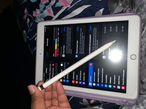 Ipad 6th gen and Apple Pencil 128 gb for Sale in Milwaukee, WI