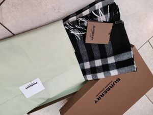 [New] Burberry 100% cashmere classic check scarf for Sale in STEVENSON RNH, CA