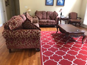 Six piece Living room set plus rug and four pillows for Sale in Lilburn, GA