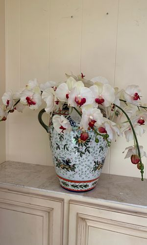 Vases set of 2 with silicon flowers orchids for Sale in North Springfield, VA