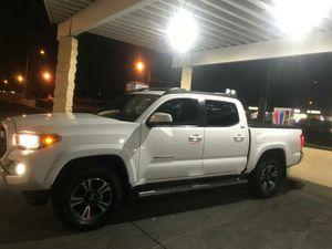Toyota tacoma 25 millas título salvage todo está como nueva for Sale in Anaheim, CA