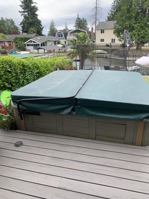 Hot tub for Sale in Renton, WA