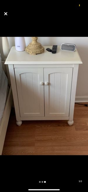 Twin bed, box spring, mattress, and matching nightstand for Sale in Glastonbury, CT