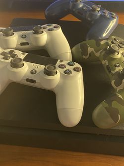 PS4 and 4 Controllers(Disk Tray Damage) for Sale in Waco,  TX