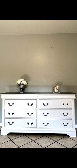 Dresser for Sale in Livingston, CA