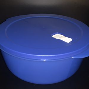 TUPPERWARE MICROWAVEABLE 4L for Sale in San Jose, CA
