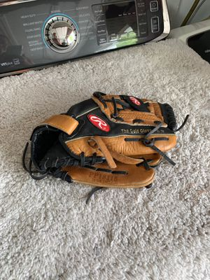 Baseball glove Rawlings PP 18115 11 1/2 inches Childs Right handed glove for Sale in Davie, FL