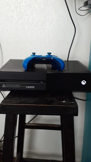 Xbox one with one controller and 17 games for Sale in Glendale, AZ