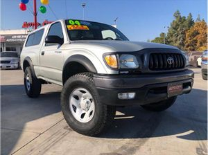 2004 Toyota Tacoma Regular Cab Pickup 2D 6 Ft for Sale in Fresno, CA