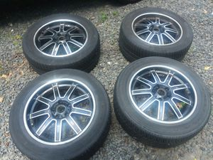 Tires . 17x7.5j 235 55 r17 for Sale in Freehold, NJ