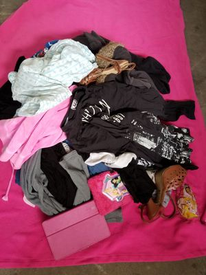 FREE MIX CLOTHES **NO QUESTIONS JUST PICK UP PLEASE * for Sale in South El Monte, CA