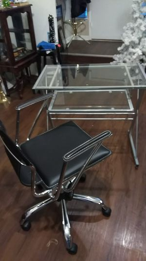 Computer glass stand and chair and monitor and keyboard for Sale in Ellenwood, GA