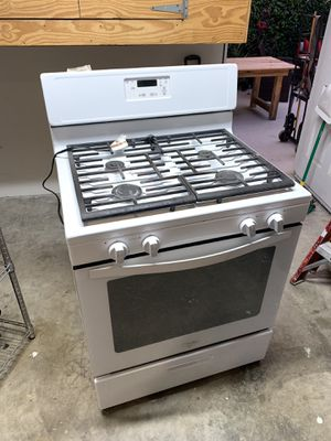 Whirlpool stove oven for Sale in Whittier, CA
