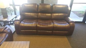 BEAUTIFUL PWR RECLINING LEATHER SOFA AND LOVESEAT SET W/ADJUSTABLE HEAD REST for Sale in Portland, OR