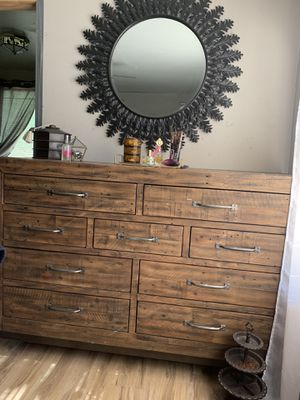 dresser and mirror for Sale in Lancaster, TX