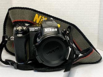 Nikon CoolPix 5700 for Sale in Denver,  CO