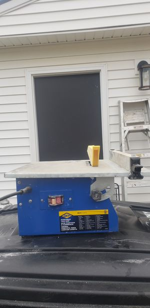 QEP 7in table top tile saw. for Sale in Cleveland, OH