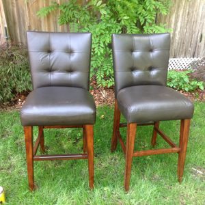 Bar stools 2 brown 4 black 50$ each for 6 or 75$ each seperate for Sale in Redmond, WA