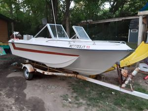 1972 Chrysler boat with 70hp for Sale in Commerce Charter Township, MI