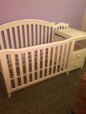 Sorelle Crib with Changing table for Sale in Philadelphia, PA