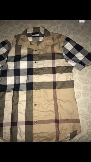 Burberry short sleeve casual shirt for Sale in Park City, IL
