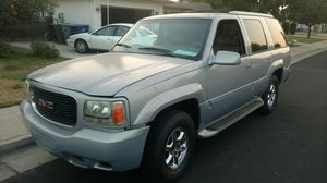 2000 GMC Denali... for Sale in Clovis, CA