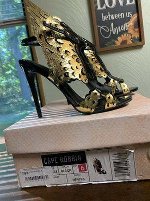 Heels size 6 for Sale in Gig Harbor, WA