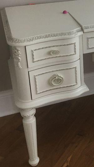 Beautifull white desk for Sale in Chicago, IL