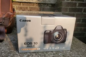 Canon EOS 5D Mark IV DSLR Camera with EF 24-105mm f/4L IS II USM Lens for Sale in Boston, MA