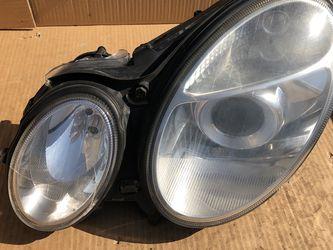 03-06 Mercedes Benz E-Class W211 Drivers Headlight for Sale in Riverside,  IL