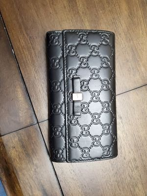 Gucci leather wallet for Sale in Brooklyn, NY
