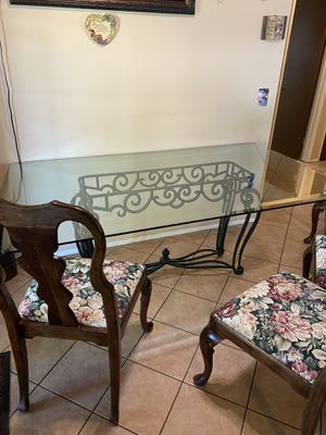 Glass dining table + chairs ($140 OBO) for Sale in Hemet, CA