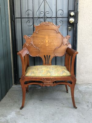 Furniture chair antique for Sale in Fresno, CA
