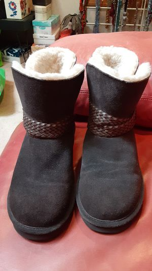 Women's 10 brown bearpaw boots for Sale in Overland Park, KS