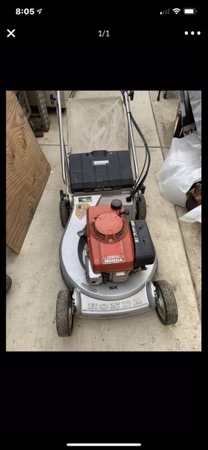 Honda Lawnmower, motor runs good, needs transmission work for Sale in Highland, CA
