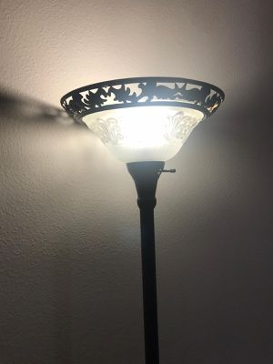 Floor lamp for Sale in Kissimmee, FL