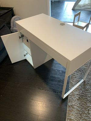 IKEA desk for Sale in Pomona, CA