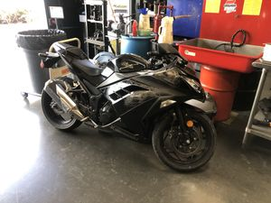 2013 Kawasaki Ninja EX300 (damaged) CLEAN TITLE for Sale in Irvine, CA