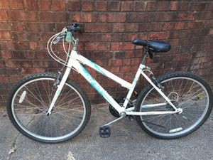 Huffy women's or girls bicycle for Sale in Decatur, GA