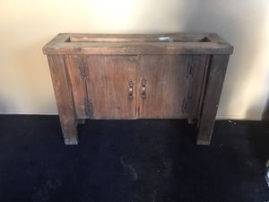 Antique Cabinet / Stand ( Needs to be refurbished) for Sale in Las Vegas, NV