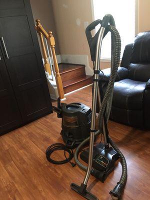 Rainbow E2 vacuum cleaner 2 speeds for Sale in Dacula, GA