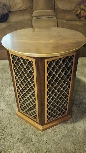 Realistic brand vintage end table speakers(includes both speakers) for Sale in Reedley, CA